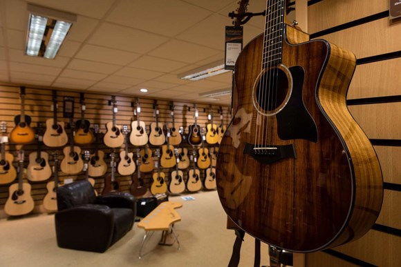 We absolutely love pre-owned guitars here in Newcastle!