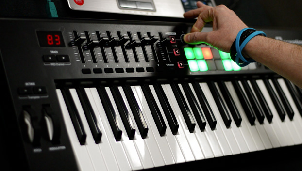 How to perform backing tracks using Ableton Live and a LaunchKey Mk2