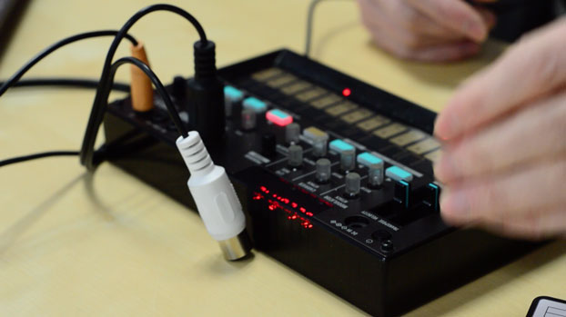Hands on Guide to the Korg Volca FM Synth - Sounds, Features
